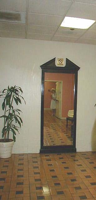 Ghost hunters of urban los angeles marilyn monroe mirror for Hotel the mirror